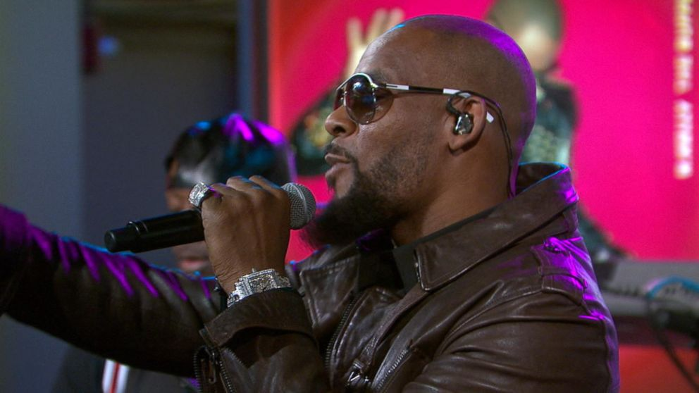 R Kelly Performs Backyard Party