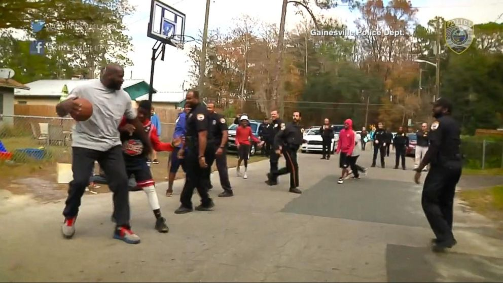 shaquille o neal joins florida cop to surprise kids at pickup