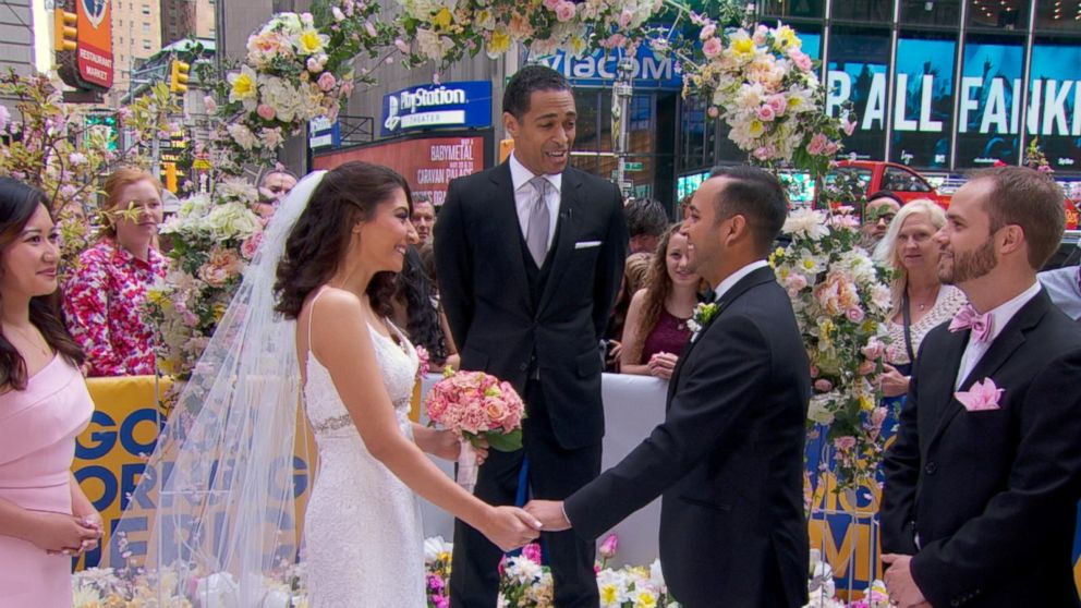 Tj Holmes Marries Couple During The Gma Wide World Of