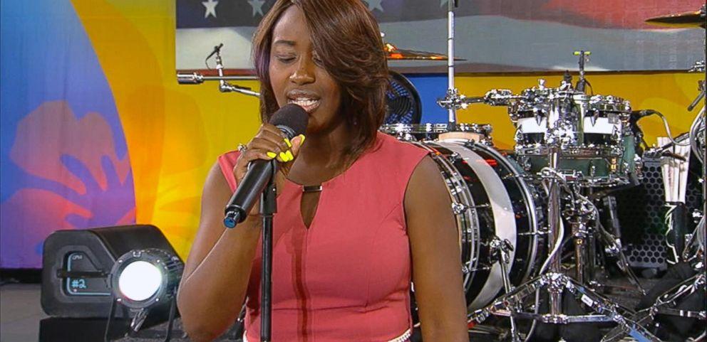 VIDEO: Lincoln Memorial National Anthem Singer Live