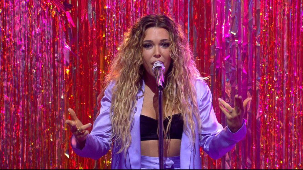 Rachel Platten rocks out to 'Broken Glass' live on 'GMA'