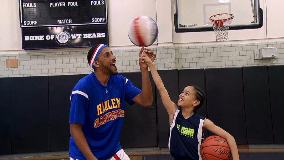 VIDEO: Harlem Globetrotter surprises a 9-year-old basketball star live on 'GMA'