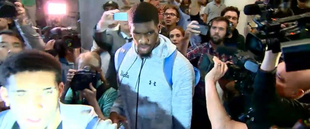 VIDEO: UCLA players accused of shoplifting return to US