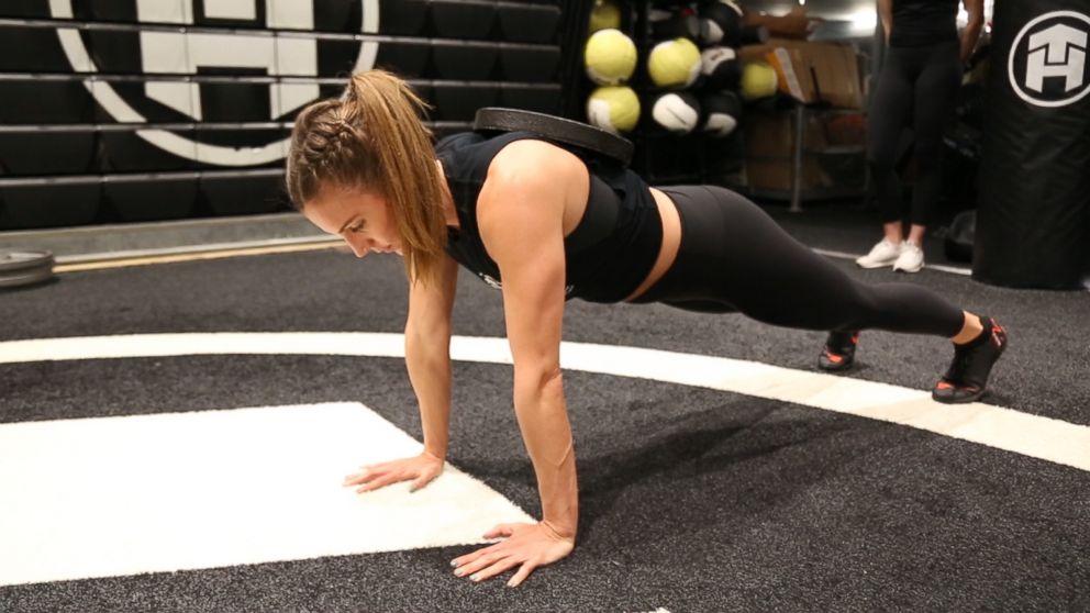 441d7f5334 6 superhero-inspired moves to train like 'Captain Marvel' star Brie Larson