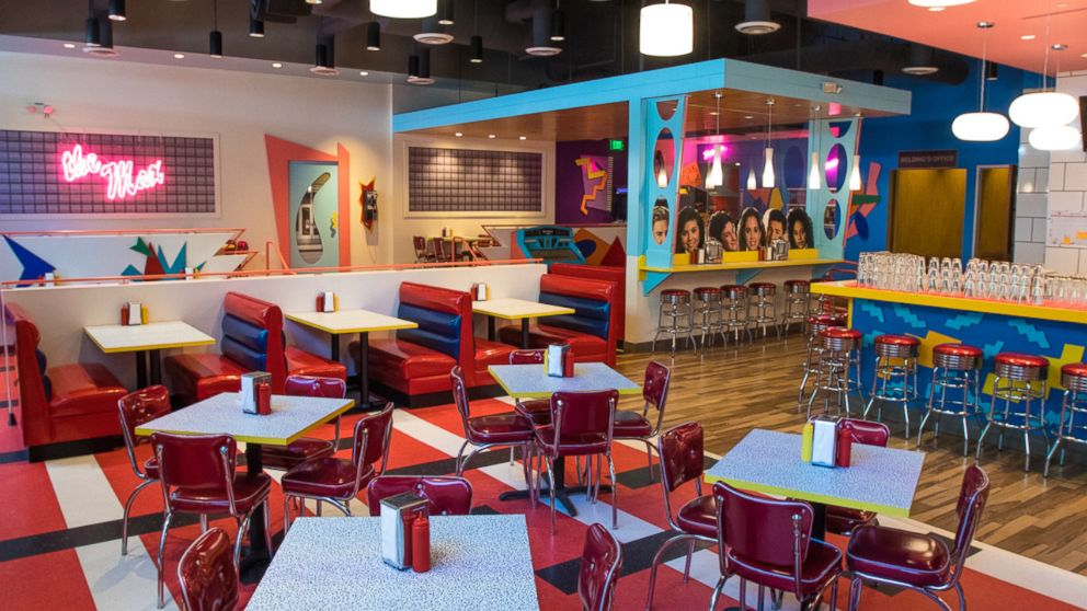 VIDEO: Relive the '90s in this 'Saved by the Bell' pop-up