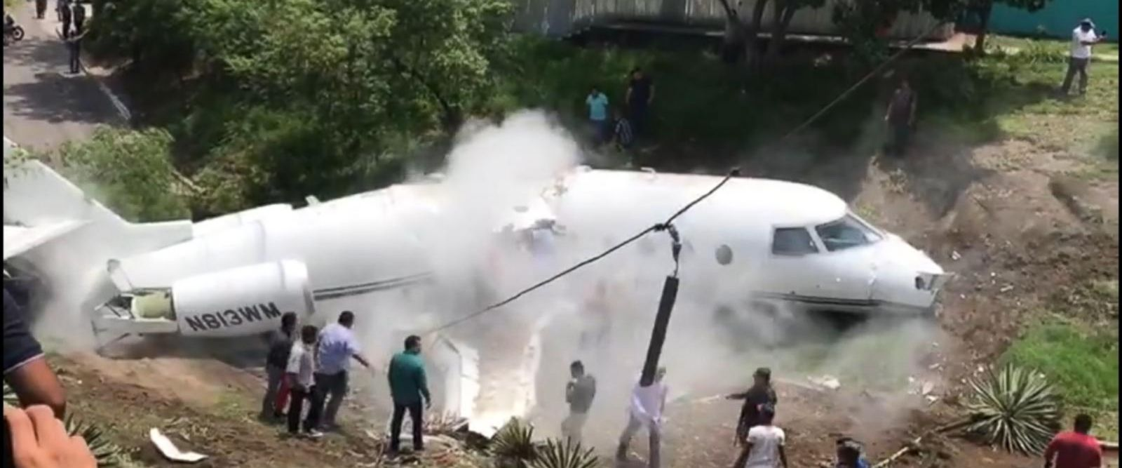 VIDEO: Americans' private plane breaks in half in Honduras