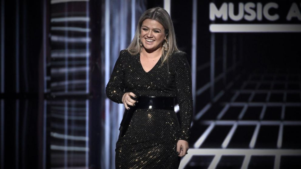 Kelly Clarkson reveals recent health scare: Cyst burst on