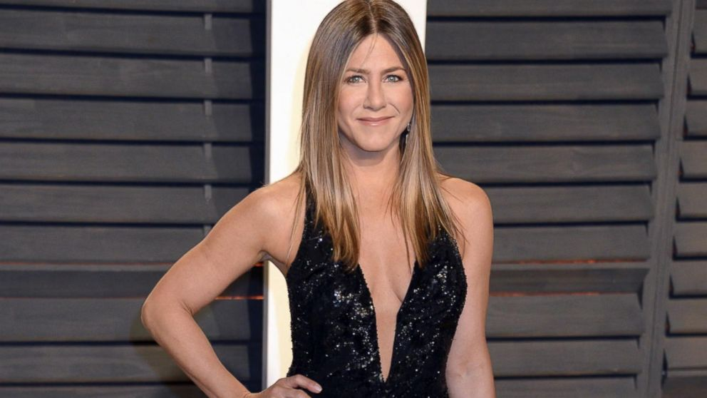 Surprise! Jennifer Aniston joins Instagram with epic photo alongside 'Friends' cast