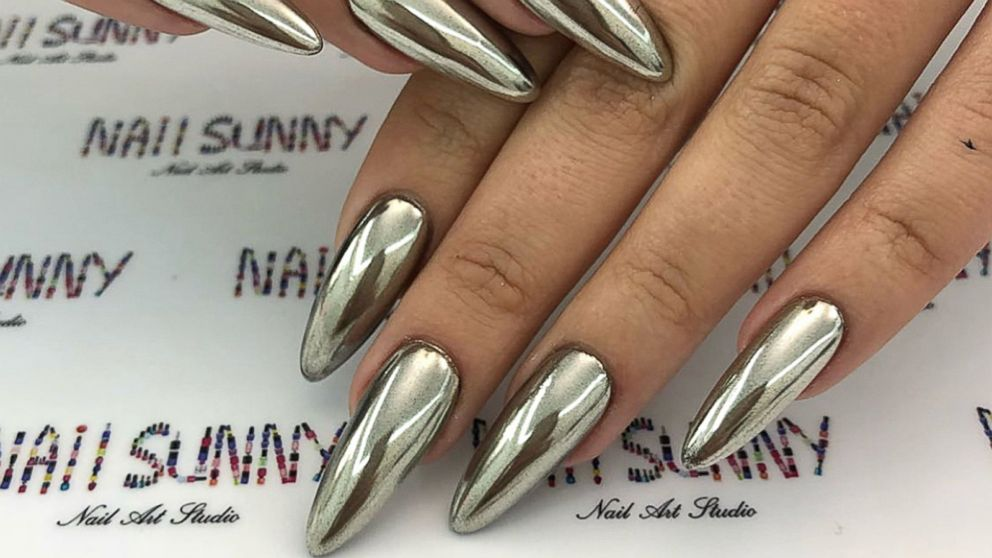 VIDEO: These high-shine nails glisten as you move them