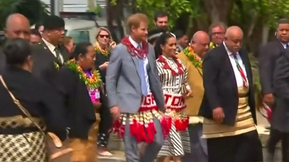 Plane carrying Prince Harry, Meghan Markle forced to abort