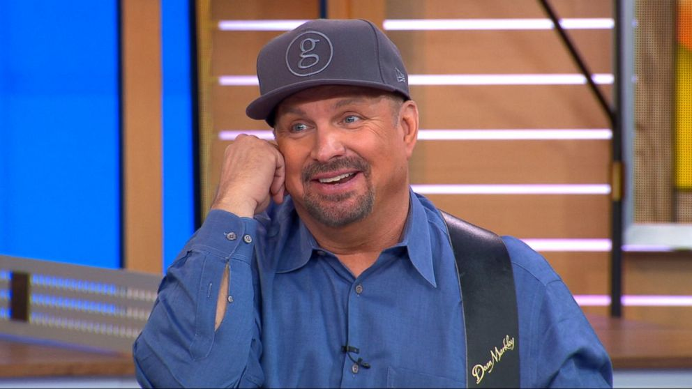 Garth Brooks stopped by to serenade the 'GMA Day' hosts