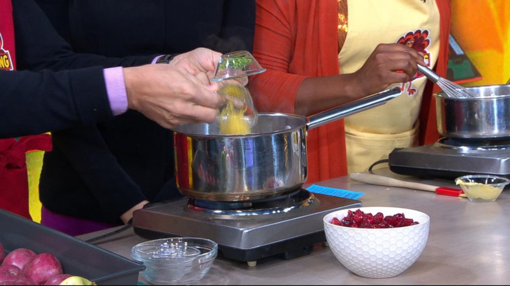 Thanksgiving 911 Celebrity Chefs Share Last Minute Recipes Tips And Tricks To Keep Things Cool In The Kitchen