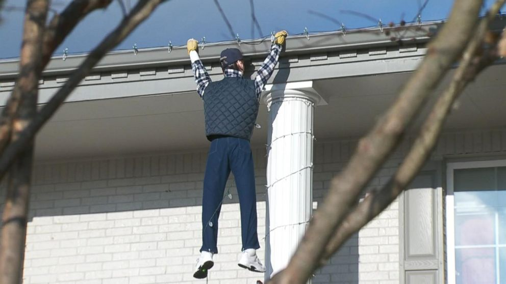 Seeing Hanging Off Roof Passerby In Griswold Fake Clark Panics After UGqSVpzM