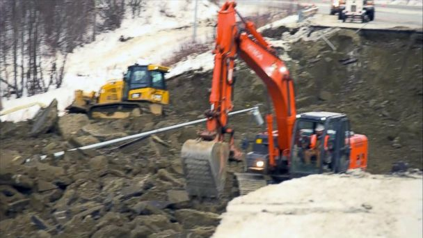 Anchorage starts cleaning up after massive earthquake