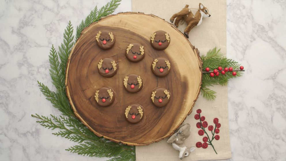 Rudolph Would Love These Reindeer Peanut Butter Cracker Cookies