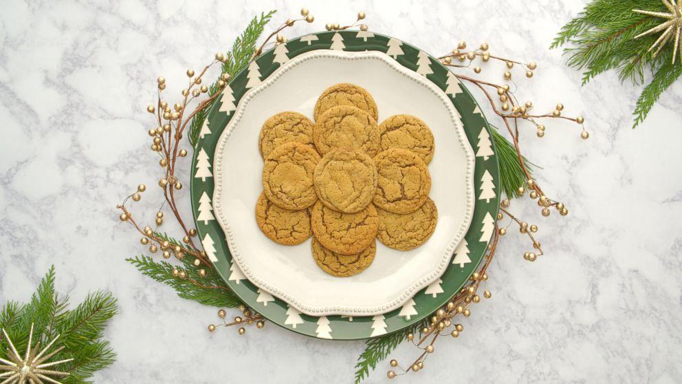 PHOTO: Karlie Kloss molasses sugar cookies