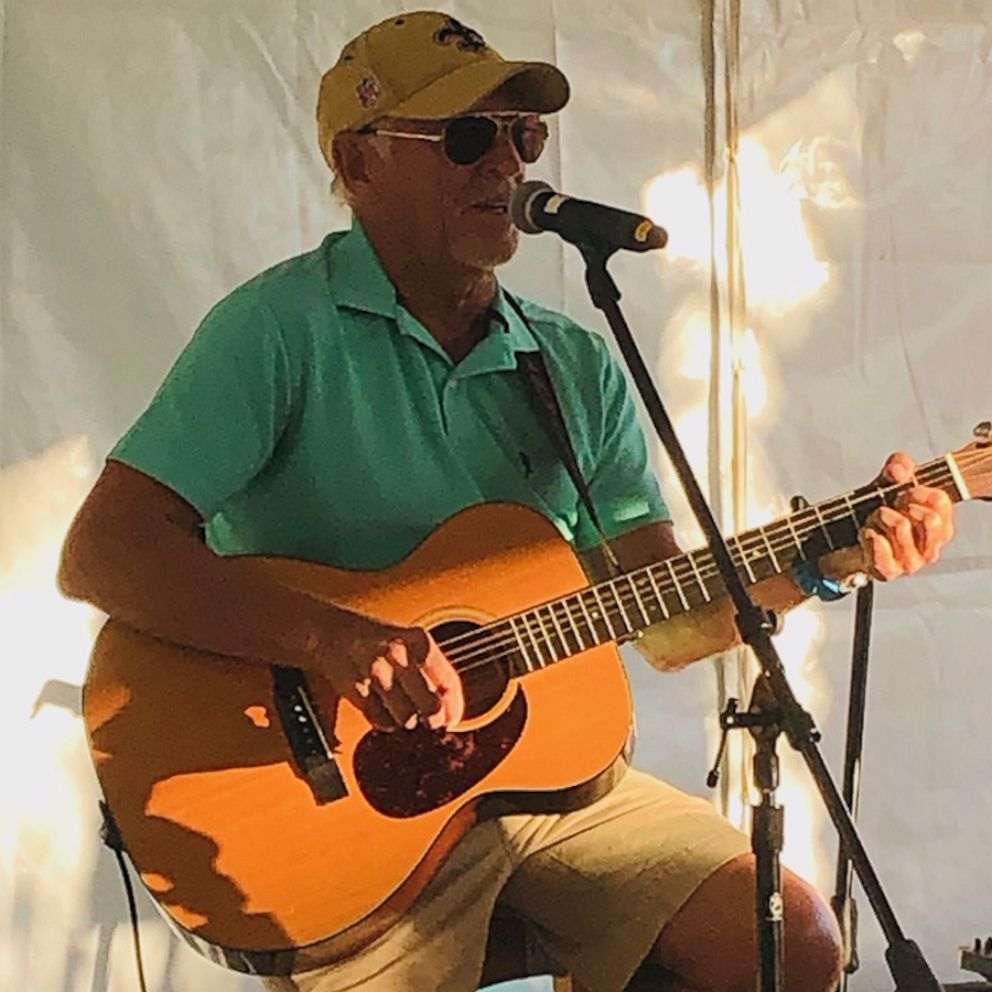 Jimmy Buffett surprises guests to celebrate opening of new hotel