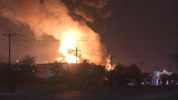 Texas chemical fire forces residents to shelter in place