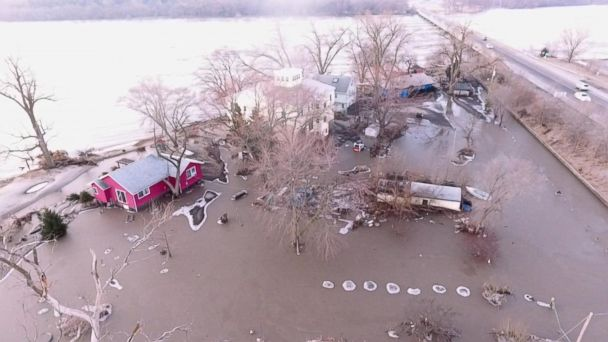 Major floods force Midwest residents