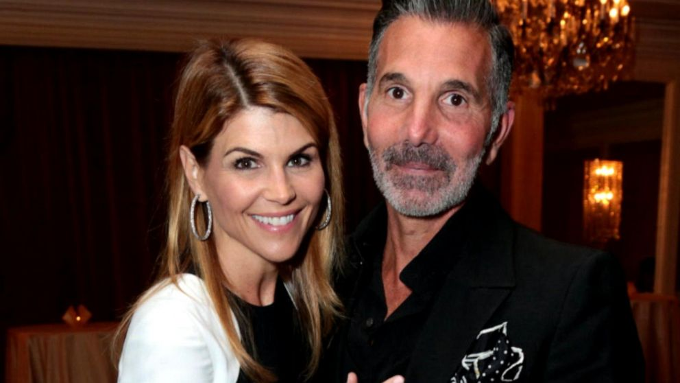 1st look at Lori Loughlin's defense strategy in college scandal