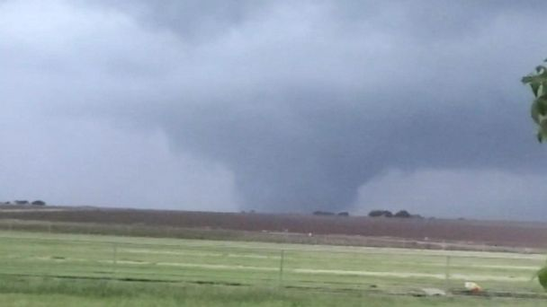 Severe weather outbreak hits Central US