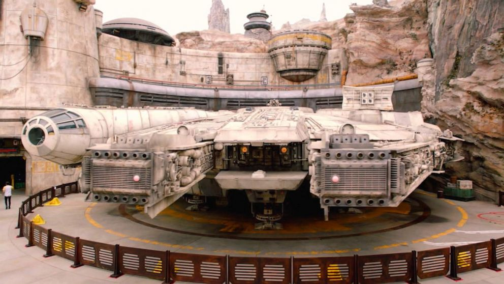 1st look inside 'Star Wars Galaxy Edge'