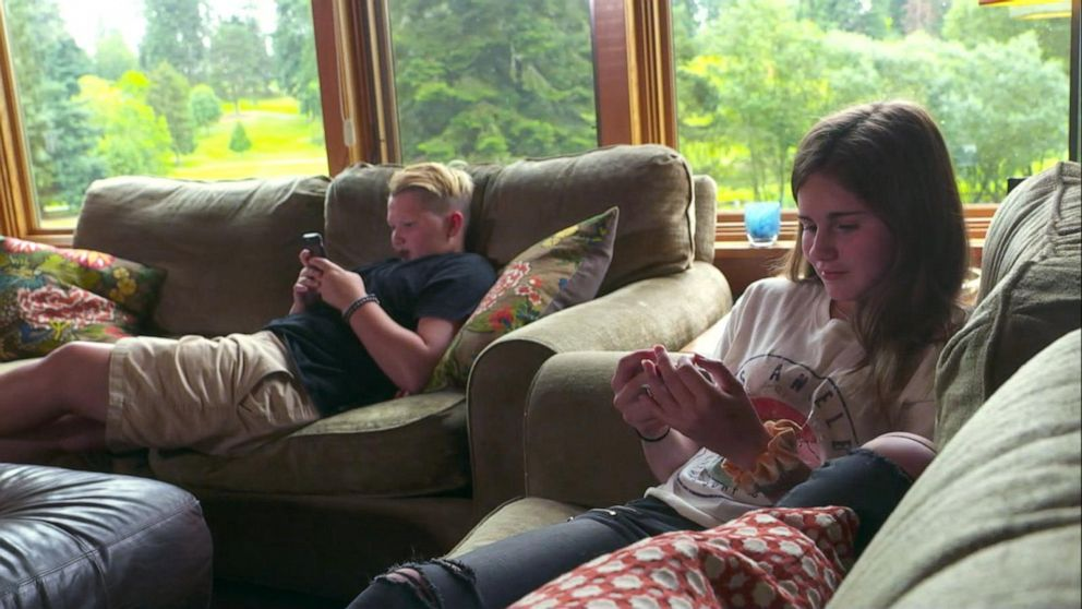 My Child Is Addicted To Screens Working With Families With >> Parents Hire Coaches To Help Limit Their Kids Screen Time Video