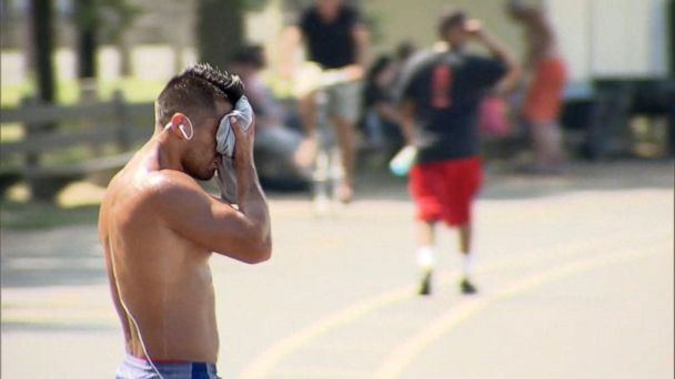 Dangerous heat wave blankets the country