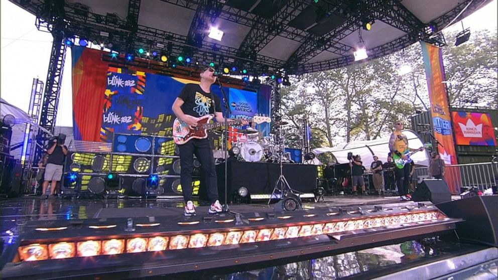 Blink-182 rocks out Central Park to 'Bored to Death'