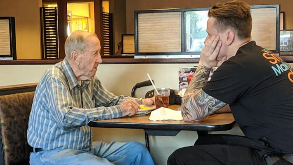 Waiter's kindness towards 91-year-old veteran eating alone wins hearts