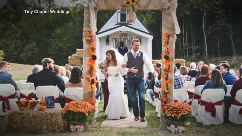 How to pull off a microwedding