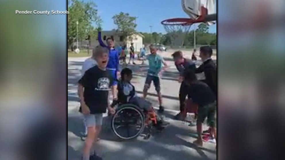 5th graders cheer on a student with cerebral palsy during a basketball game: Video