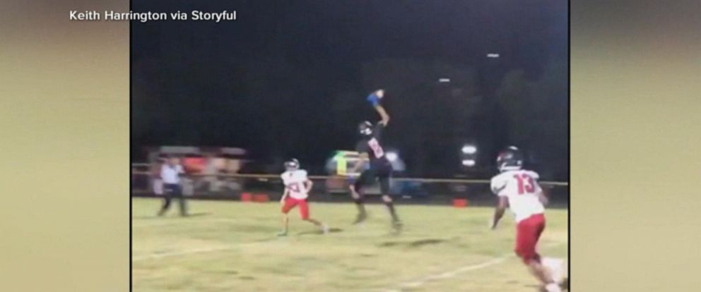 VIDEO: High school football star makes amazing 1-handed catch