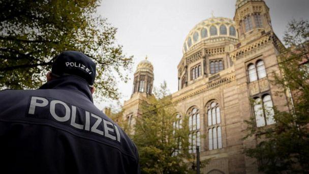 Gunman kills 2 at synagogue on Yom Kippur