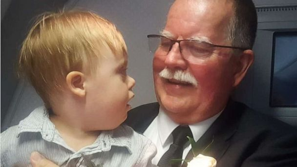 Retiring pilot, on his last flight, gives his wings to toddler traveling internationally for 1st time