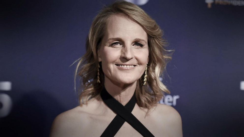 Helen Hunt 'at home recovering' after car accident