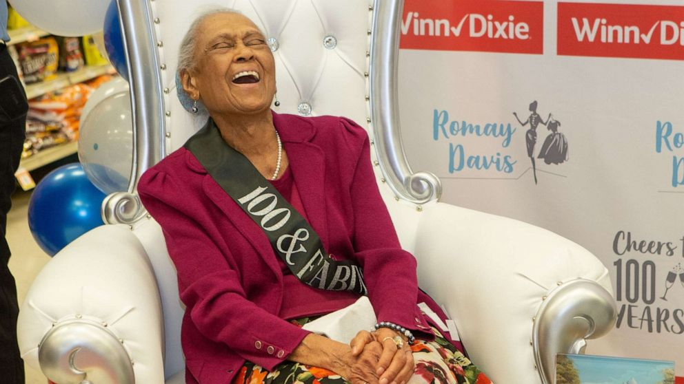 Grocery store goes all out for beloved employee's 100th birthday