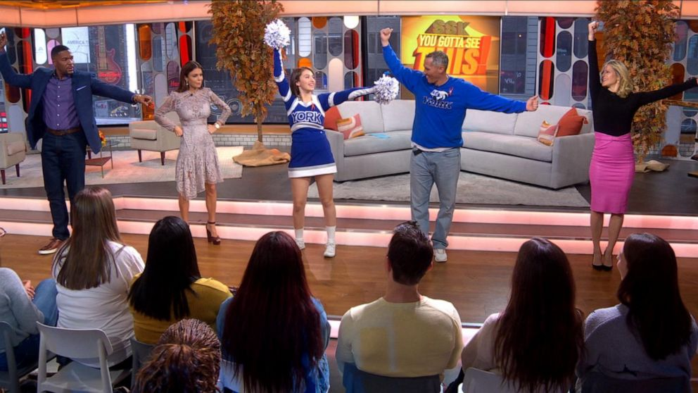 Michael, Sara and Bethenny dance with viral 'cheer dad'