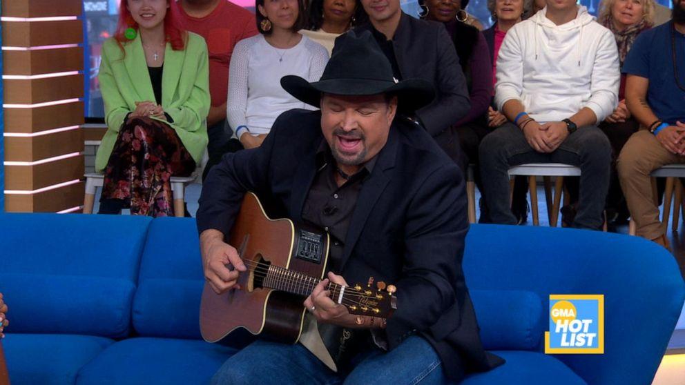 'GMA' Hot List: Garth Brooks serenades fans with his guitar