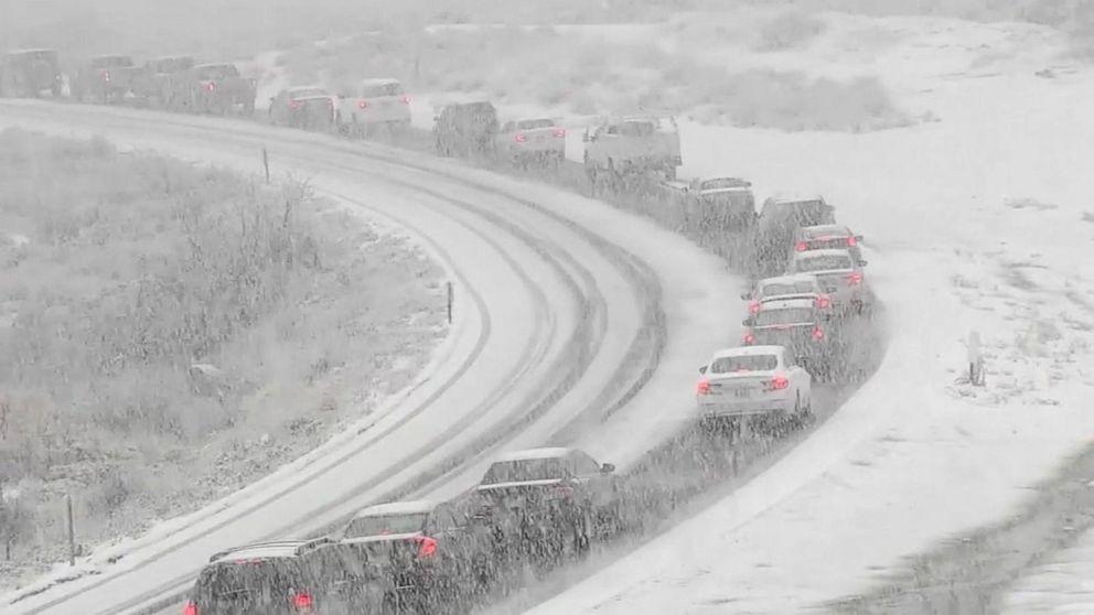 ΡΟΛΌΙ: ισχυρές καταιγίδες slam Δυτική ακτή ως ταξιδιώτες να χτυπήσει το δρόμο