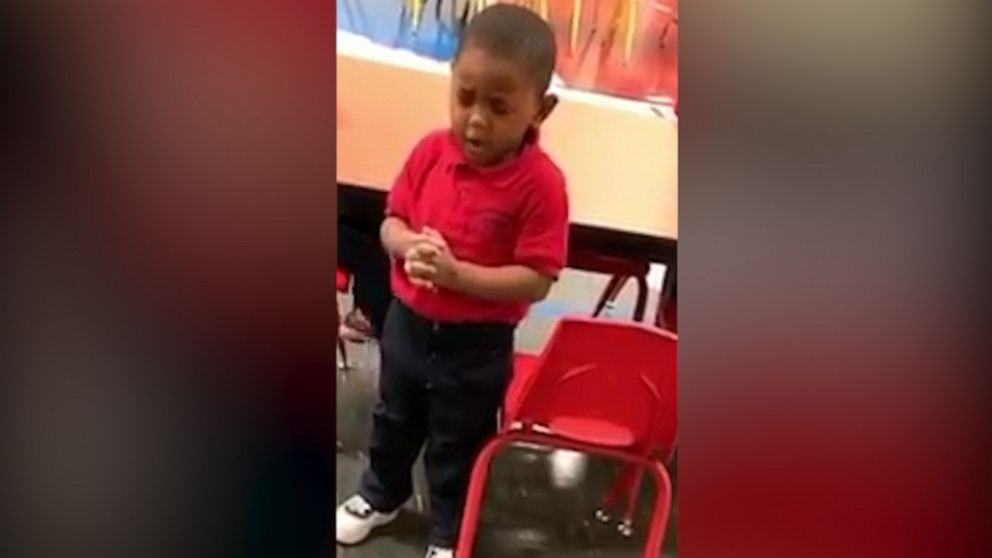 3-year-old praying during school lunch warms hearts of millions