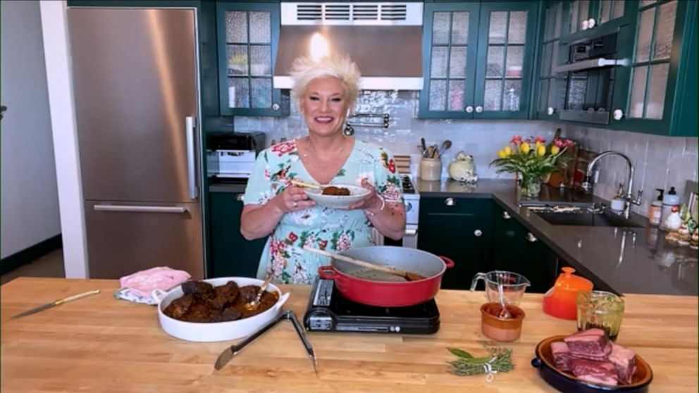 Chef Anne Burrell cooks braised short ribs