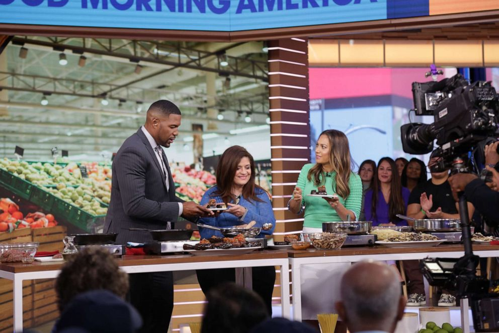 PHOTO: Chef Alex Guarnaschelli appears on GMA to cook with ingredients from the supermarket.