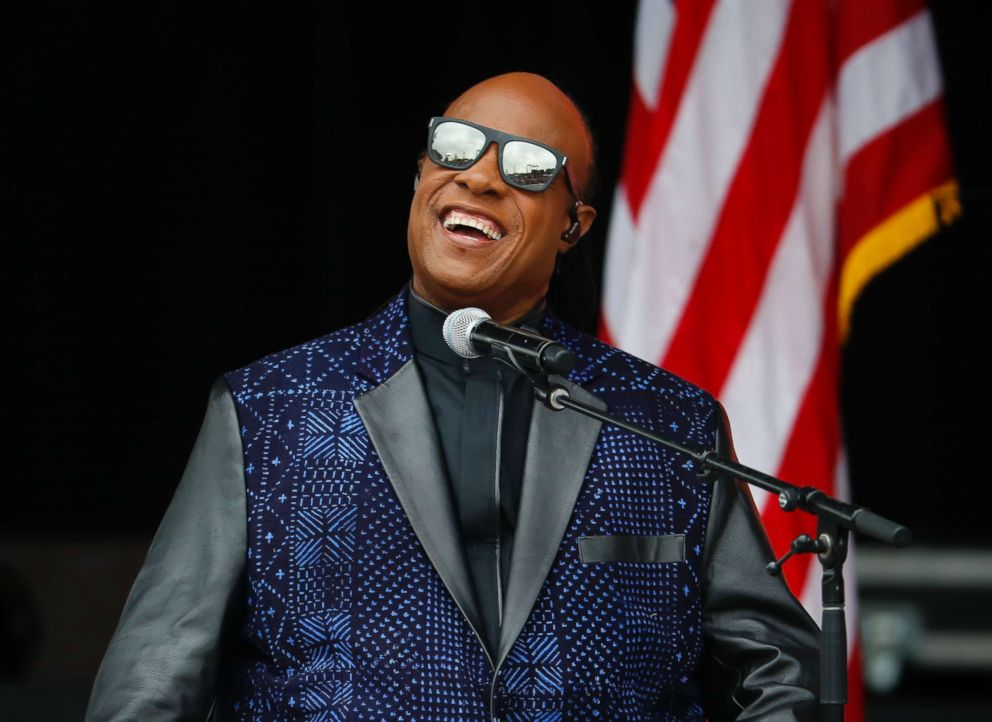 Stevie Wonder Closes Aretha Funeral With Moving Performance