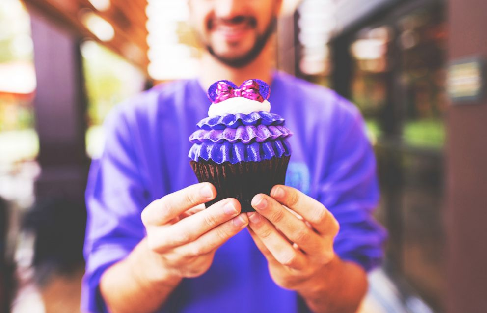 PHOTO: Polynesian Captain Cooks Purple Minnie Cupcake.