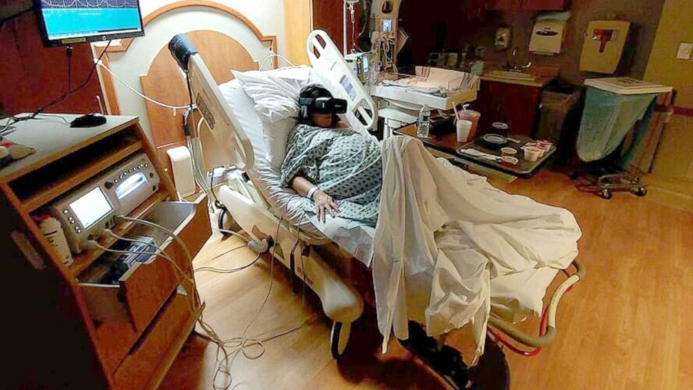 Wearing a virtual reality headset eases the pain of labor, new study finds