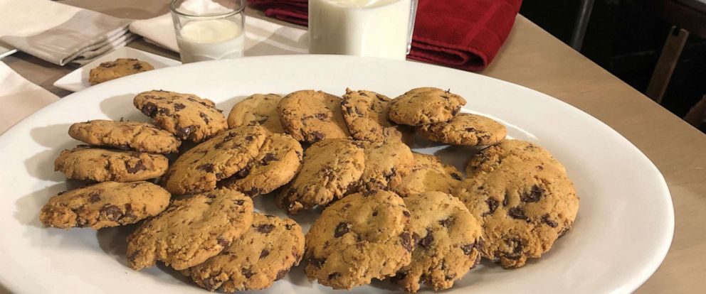 "PHOTO: Lorraine Pascale shares her gluten-free chocolate chip cookie recipe with ""GMA."""
