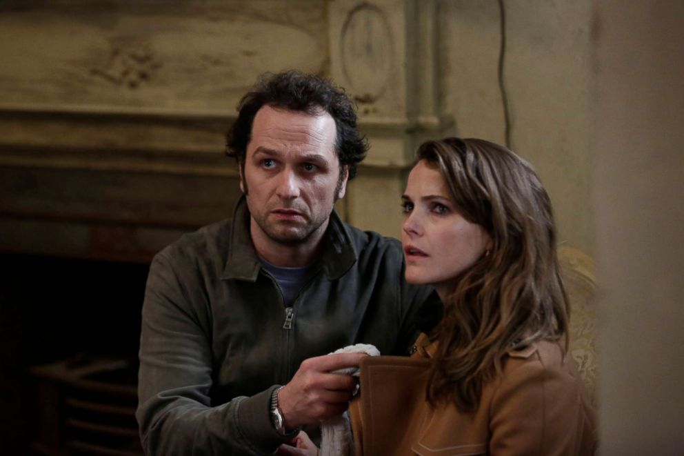 PHOTO: Matthew Rhys as Philip Jennings and Keri Russell as Elizabeth Jennings in the episode, The Magic of David Copperfield V. The Statue of Liberty Disappears of The Americans TV series. <p itemprop=