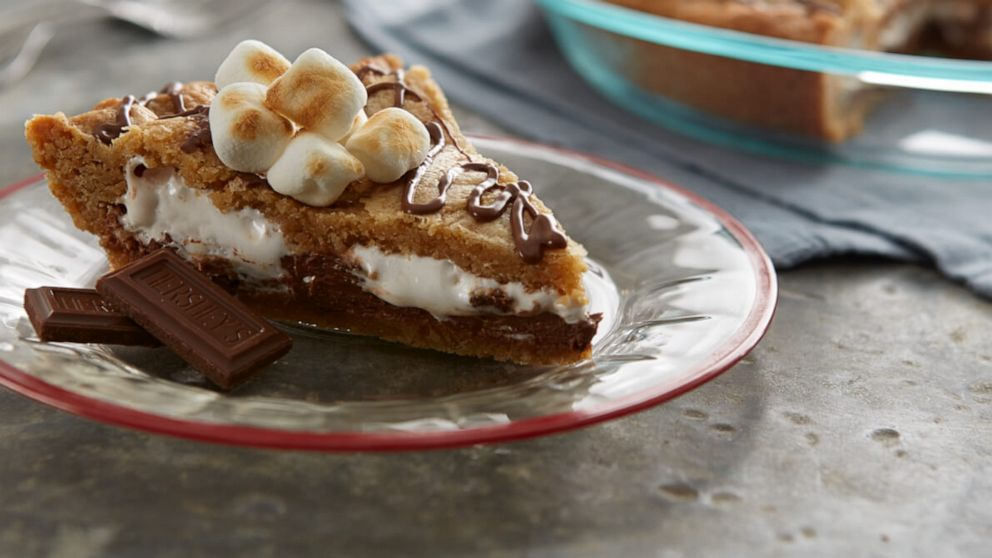 PHOTO: S'mores blondie pie is a fun twist on the classic campfire treat.