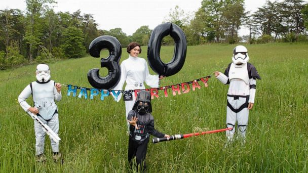 Woman celebrates her 30-'Sith' birthday with Star Wars photo shoot
